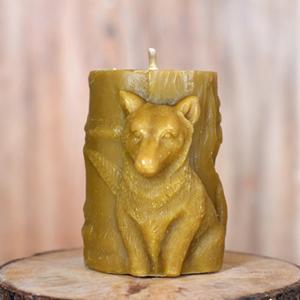 свеча из воска Волк