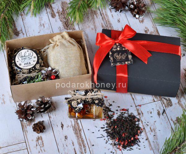 Подарочный набор с медом и чаем на Новый год в дизайнерской коробке