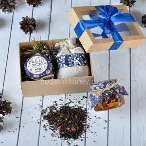 новогодний подарочный набор с медом и чаем