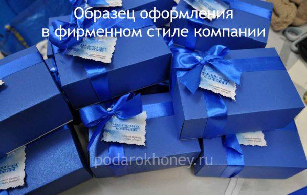 подарочный набор в новогоднем оформлении