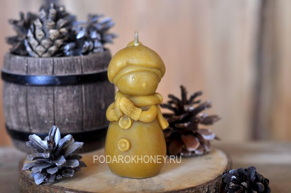 свеча из пчелиного воска снегурочка