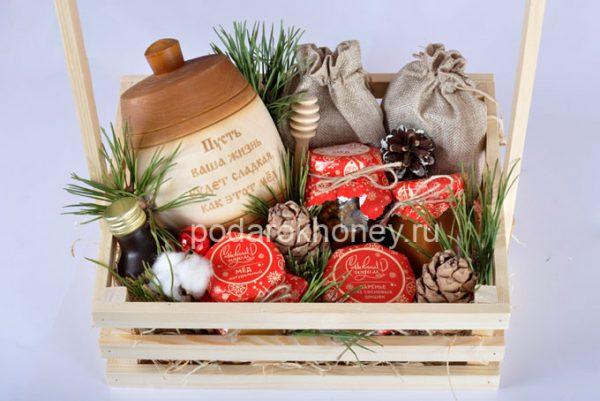 подарочный ящик на Новый год с бочонком