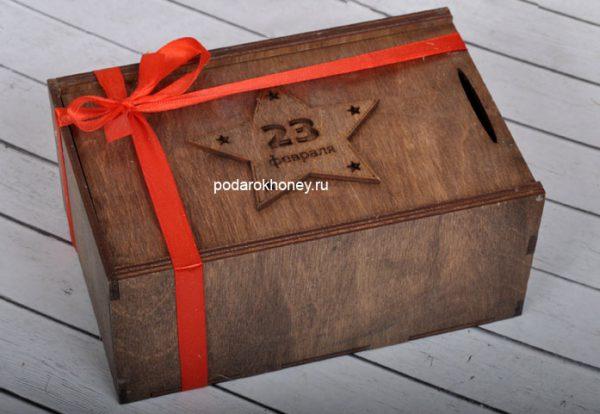 подарок на 23 февраля в деревянной коробке