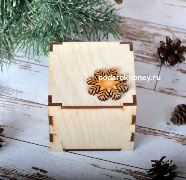 подарок в деревянной коробке