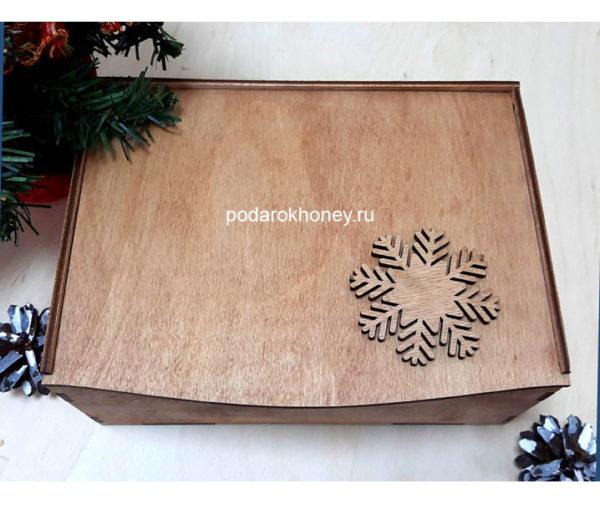 коробка со снежинкой